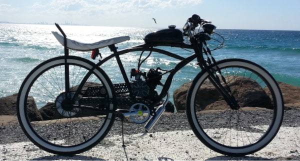 Cruiser bicycle with motor