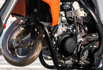 Ultra low emission 2 stroke engine