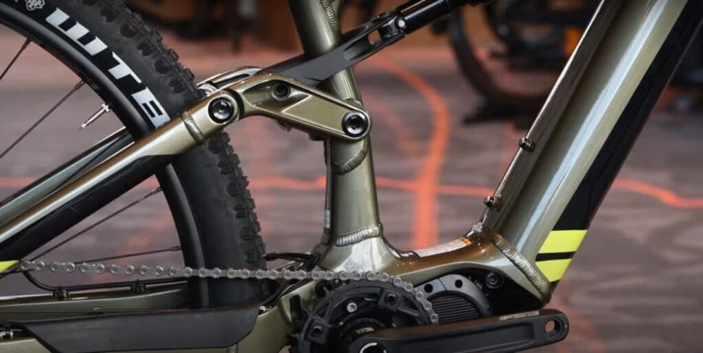 Suspension linkage on Cannondale Moterra Neo 5